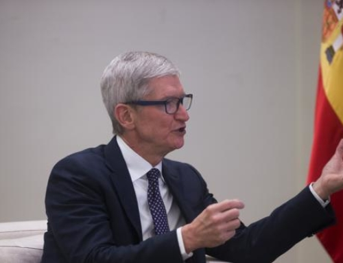 Un exempleado subcontratado de Apple dice que la empresa recopila datos masivos