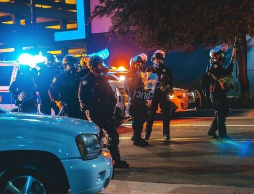¿Es legal grabar y difundir las actuaciones policiales? Esto es lo que permite la ley actual y lo que se ha propuesto reformar