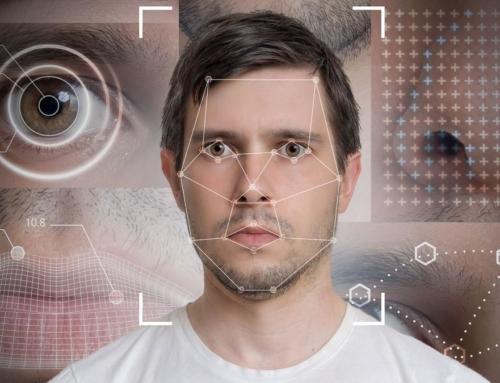 Una aseguradora es criticada por utilizar su IA para rechazar indemnizaciones según las expresiones faciales del cliente